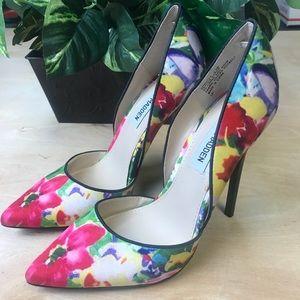 Steve Madden varcityy floral pumps